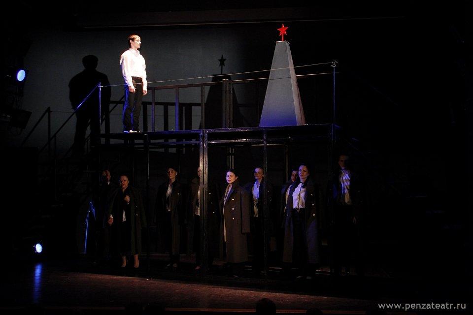 ВПензенском драмтеатре состоялась премьера композиции «Нам никогда непозабыть…»